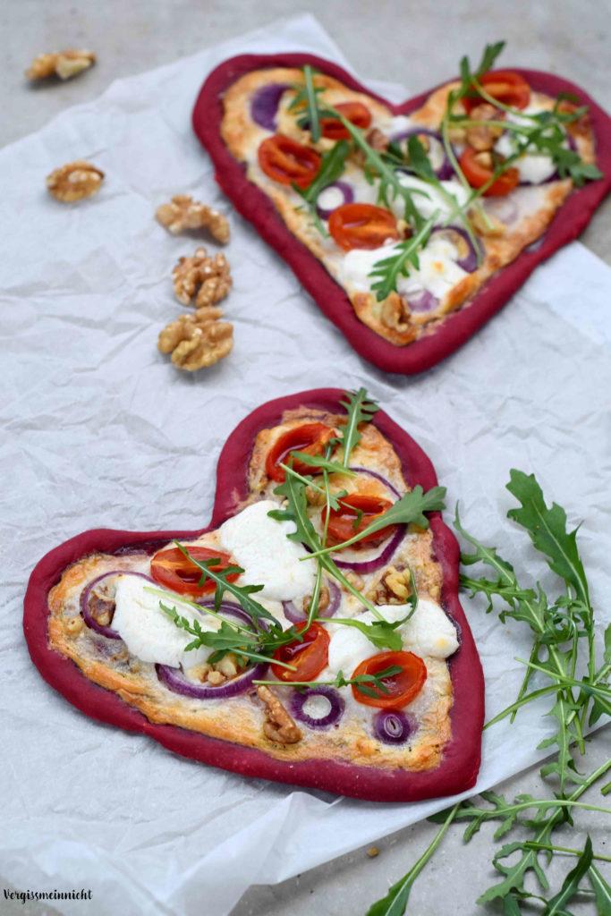 Roten Flammkuchen in Herzform